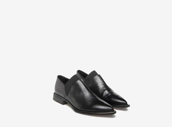 Pantofola con puntalino metallico
