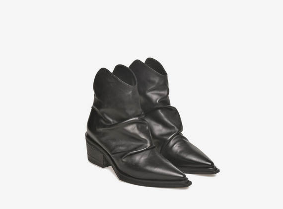 Texan boots of pleated leather