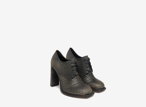 Chaussures cloutées à lacets