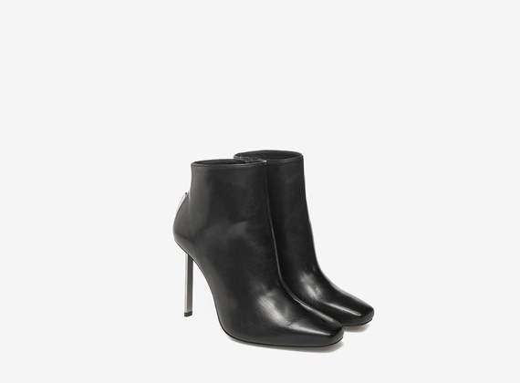 Bottines en cuir talon métallique