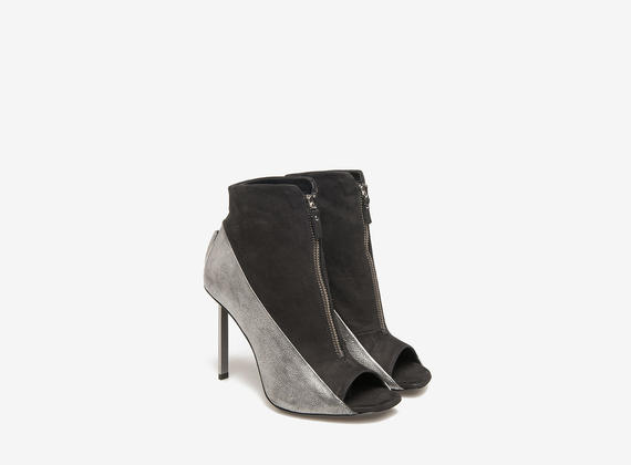 Ankle boots on metal heels