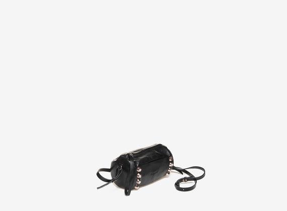 Schwarze Mini-Bag in Zylinderform mit Nietenverzierung