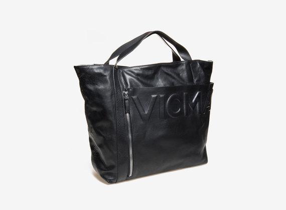 Shopper mit Eingrifftasche und aufgedrucktem Logo
