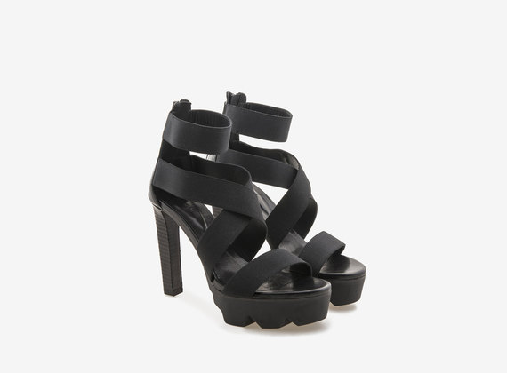 Sandales à talons, semelles compensées et bandes élastiques