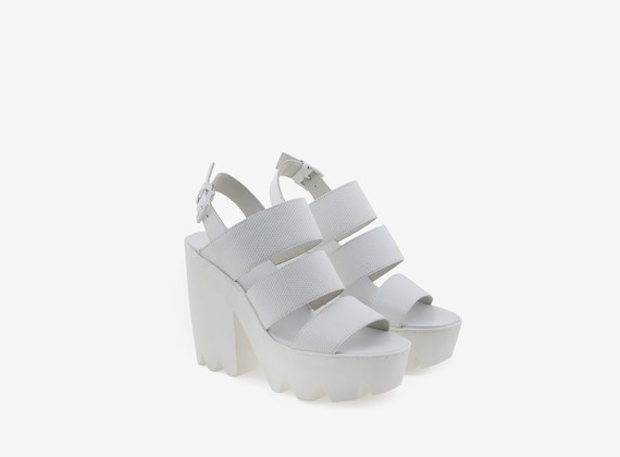 Three-band sandal in gummed leather