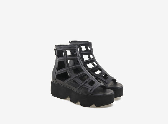 Peeptoe ankle boot with 3D maxi mesh motif