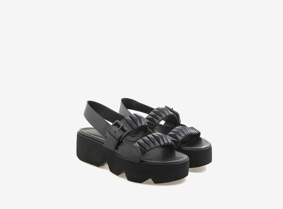 Sandalo maxi borchie piramidali