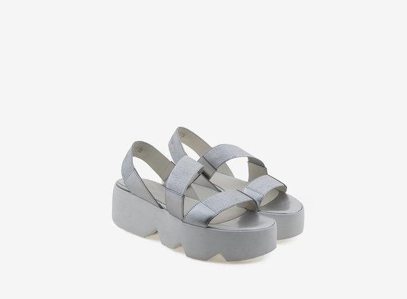 Chaussures à plateformes dentelées avec tige laminée - Argent Lamine'