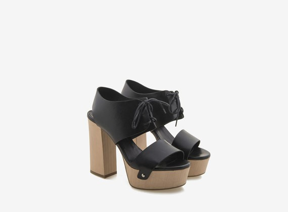 Wooden sandal with plateau and lace-up upper