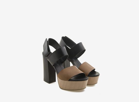 Wooden plateau sandal with leather bands
