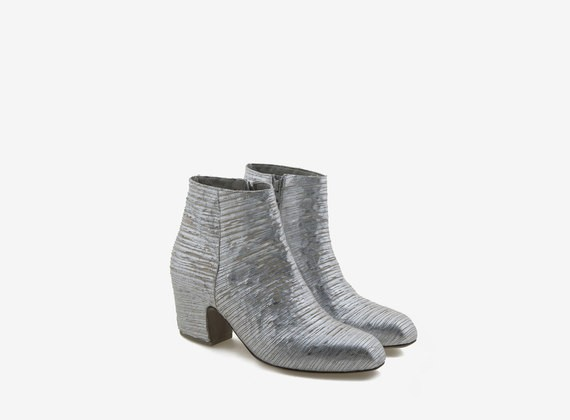 Engraved leather ankle boot