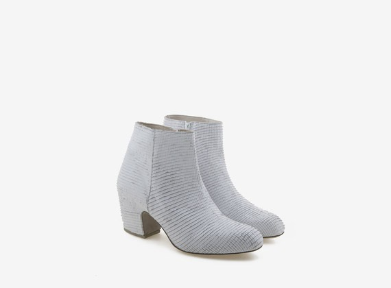 Wrapped engraved leather white ankle boot