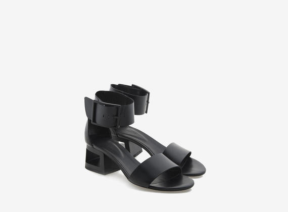 Sandal with ankle fastening and perforated heel