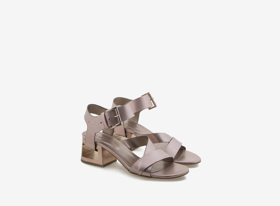 Rose gold sandal with perforated heel and crossed fastenings