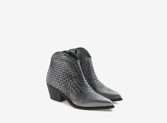 Cowboy-Stiefel aus gewalztem Leder mit Flecht-Details