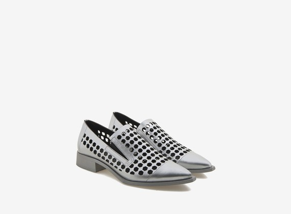 Laminated shoe with hexagonal holes