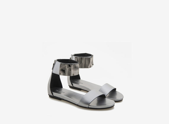 Silver leather sandal with ankle element