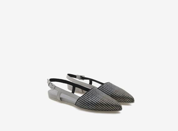 Geflochtener, glänzender Chanel-Schuh