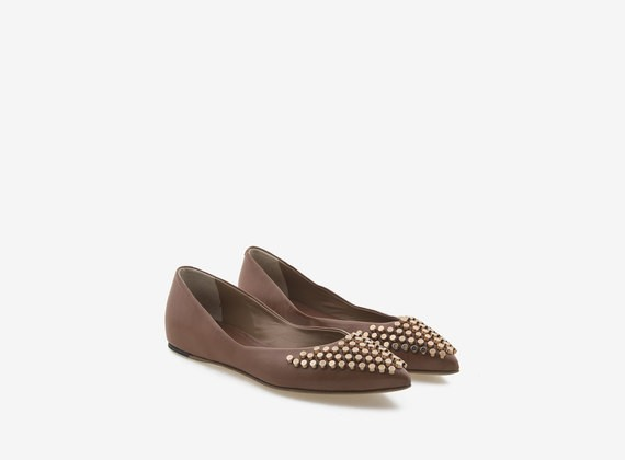 Leather ballerina with copper-colour studs - Brown