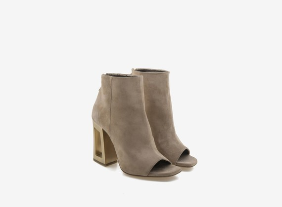 Peep-toe ankle boot in flesh split with gold perforated heel - Beige