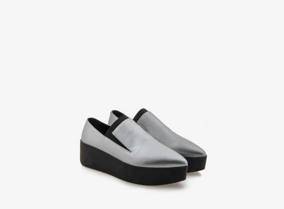 Laminated slipper on flatform