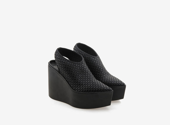 Monochrome rubber platform with elastic weave