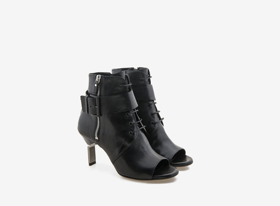 Lace-up ankle boot with fastening and steel heel