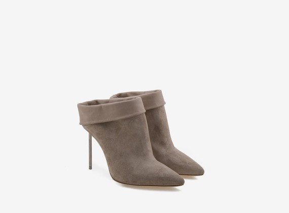 Sabot in flesh-split with turn-up and steel heel