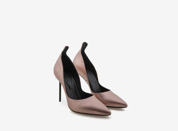 Chaussures à bouts ouverts rose doré avec talons en acier