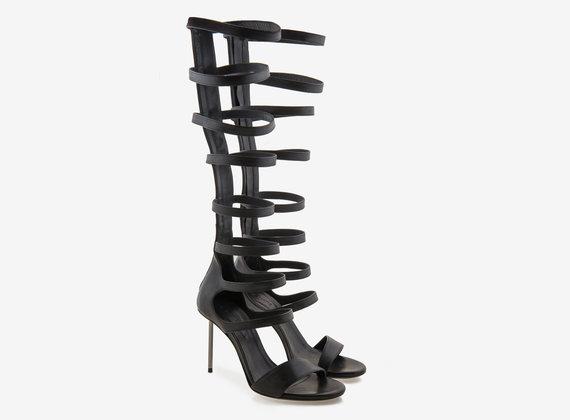 Gladiatoren-Sandale mit Stahlabsatz