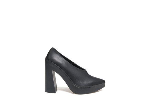 Decollété with Flared Rubber Heel