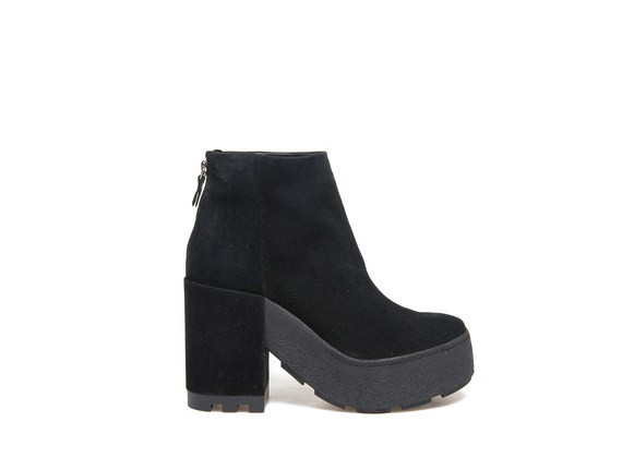 Suede ankle boot with crepe box sole