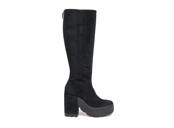 Suede boot with a square crepe sole