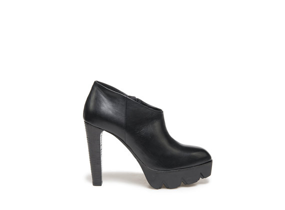Ankle boot in black leather with lug platform