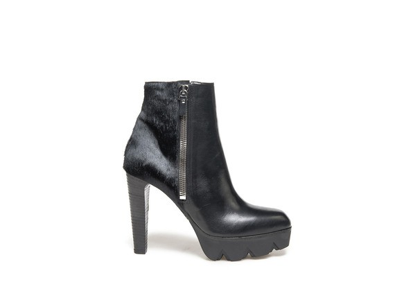 Ankle boots with pony skin effect back and lug platform