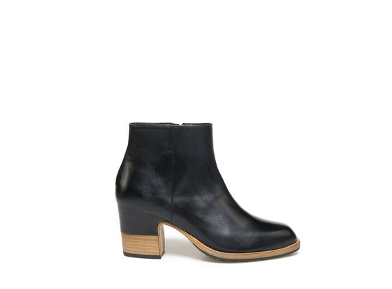 Leather ankle boots with partially shell shaped heel