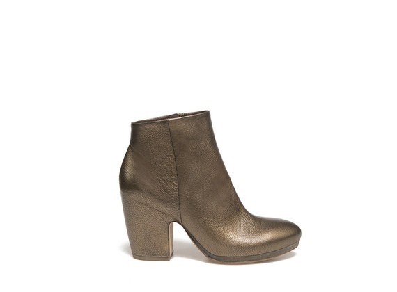 Metallic Ankle Boots with shell-shaped heel and crepe sole
