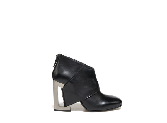 Ankle boot with band going through the metallic perforated heel