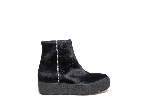 Ankle boot in black pony effect calfskin with zip and crepe sole