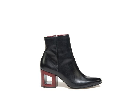 Ankle boot in black leather with contrasting perforated heel