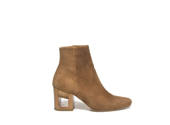 Ankle boot in brown suede with perforated heel