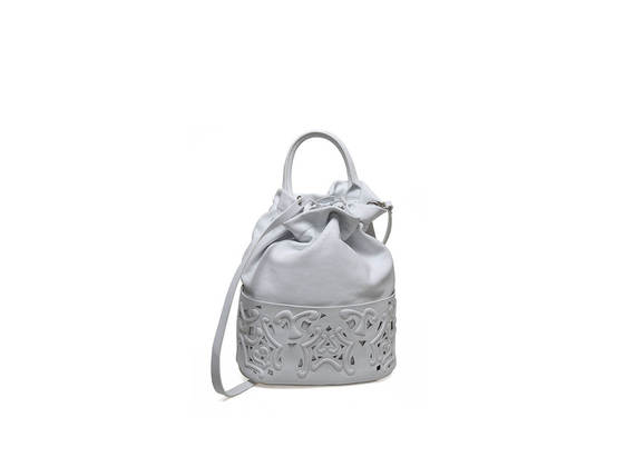 Bucket bag with perforated base