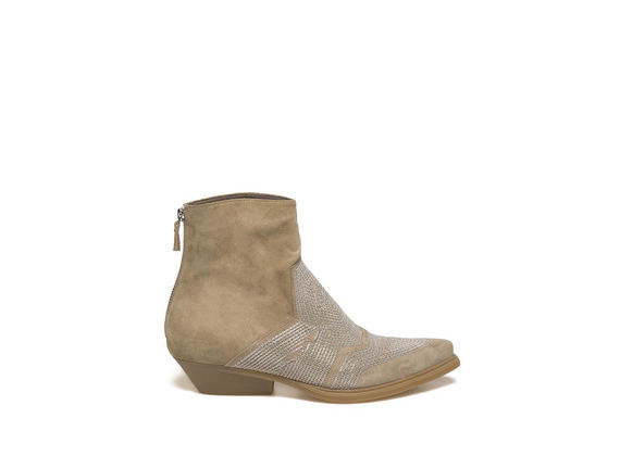 Sand-coloured suede low boot with chain embroidery