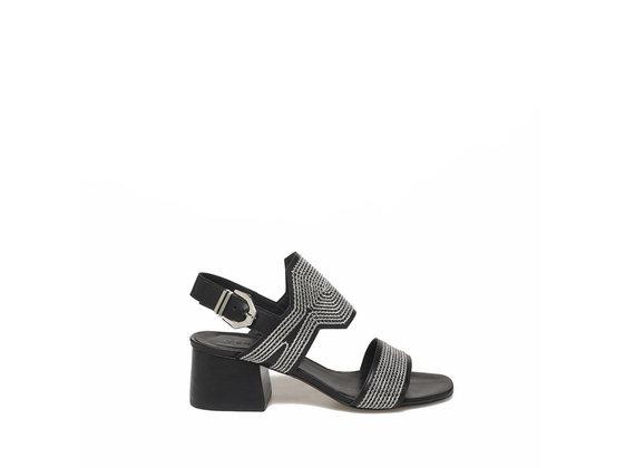 Sandalette mit aufgestickten Kettchen