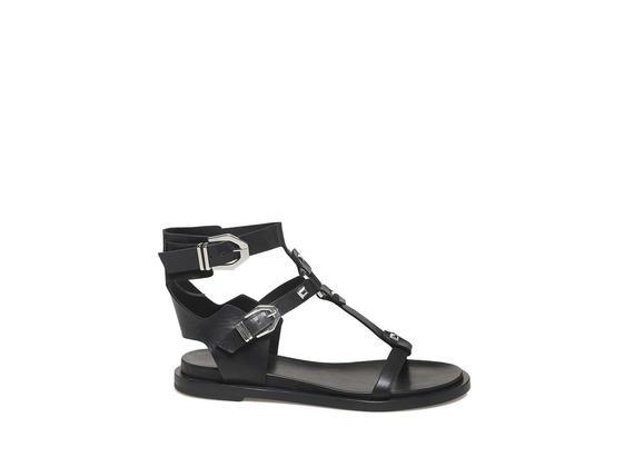 Sandale mit Nieten und Schnallen