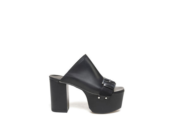 Sabots with buckle and maxi platform