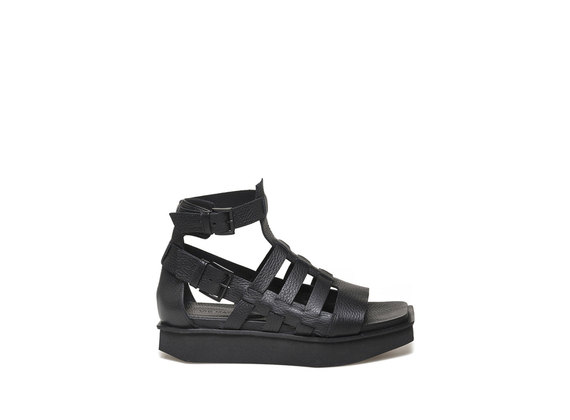 Caged sandal with micro flatform