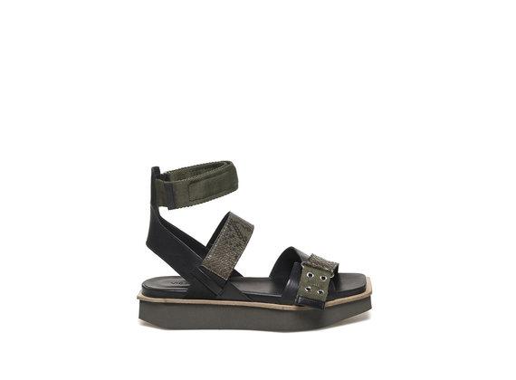 Militärgrüne Sandale mit flacher Sohle aus EVA - Schwarz / Militärgrün