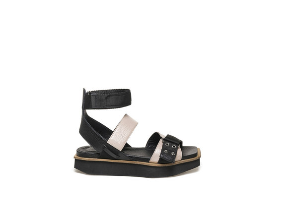 Military sandal with light dusty pink-coloured inserts
