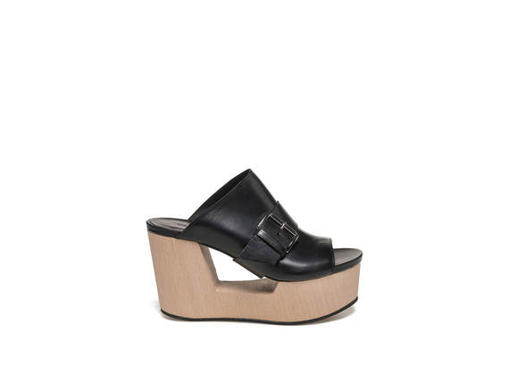 Sabots with buckle on perforated wooden wedge